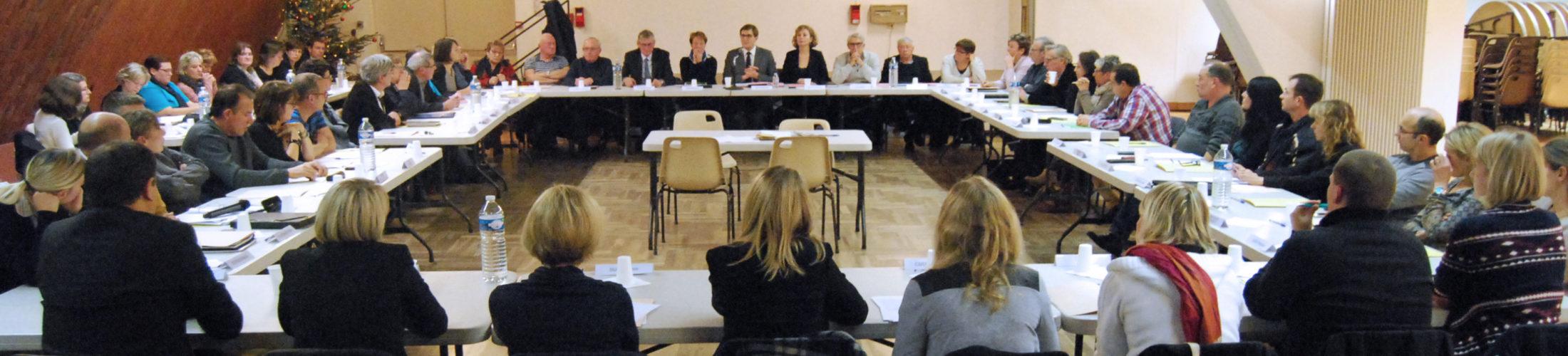 Les comptes rendus Retrouvez ici tous les comptes rendus des séances du Conseil Municipal de Rives-en-Seine. Le Conseil Municipal se réunit au moins 1