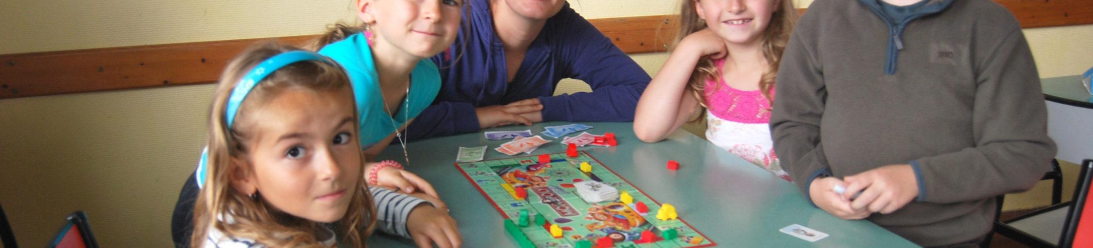 Garderie Vos enfants, scolarisés dans les écoles de Rives-en-Seine, peuvent être pris en charge avant et après la classe à la garderie. Garderie Saint 1