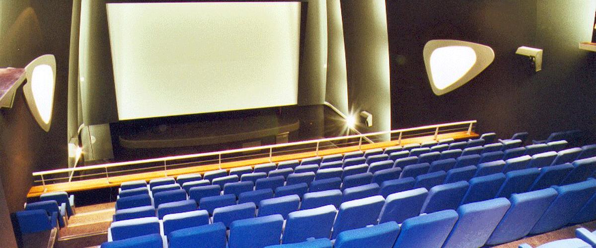 Cinéma le Paris Grâce à la Mairie, le cinéma s'est maintenu à Caudebec-en-Caux pour le plus grand bonheur de tous. Ouvert tous les jours de la 1