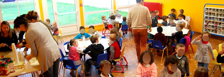 La restauration scolaire Les menus de la restauration scolaire pour les deux écoles de Caudebec-en-Caux et Saint Wandrille-Rançon sont élaborés par la 1